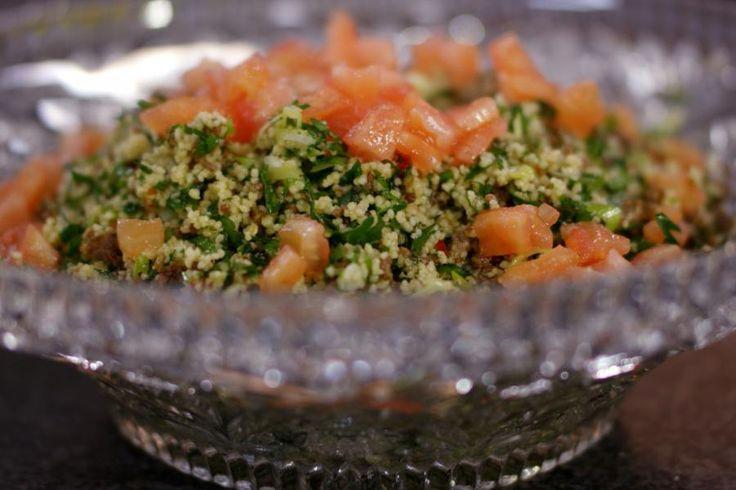 Dankzij wat inspiratie uit de Noord-Afrikaanse keuken krijgt dit eenvoudig couscousgerecht met lamsgehakt een zachte exotische smaak. In geen tijd staat het gerecht op de tafel en bovendien smaakt deze tabouleh ook heerlijk wanneer hij is afgekoeld.