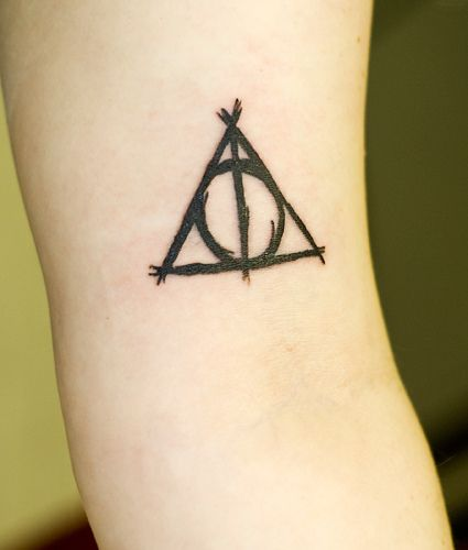 Harry Potter Tattoo, hells to the yes.  I love the lines of this; makes it unique compared to other versions of the hallows. @Jessica Beets, love this one