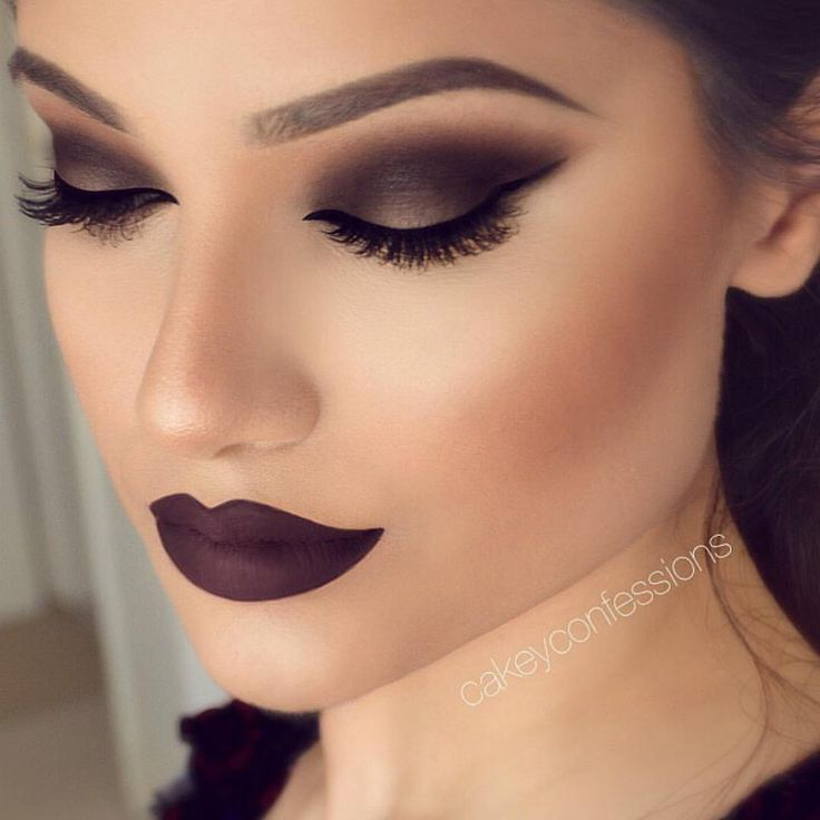 Smokey eyes and a deep cherry lip! @cakeyconfessions used Morphe gel liner + brushes to complete this seductive Fall ready look. A beautiful new artist you have to check out #morphegirl #morphebrushes