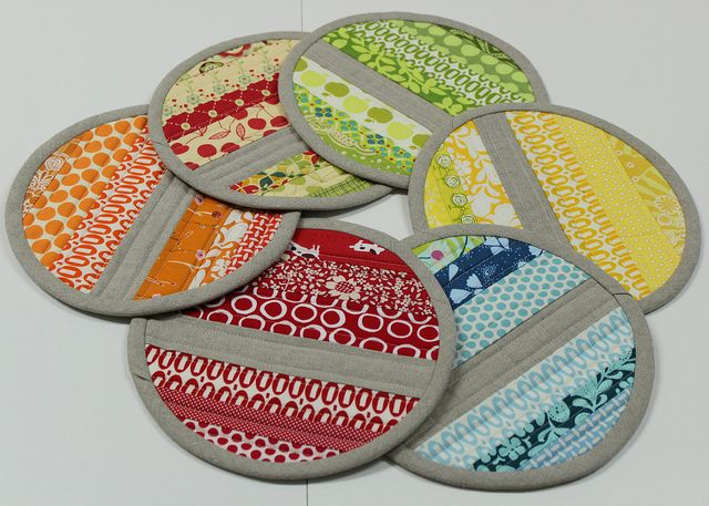 Beautiful Pot holders...love the pezzy fabric.
