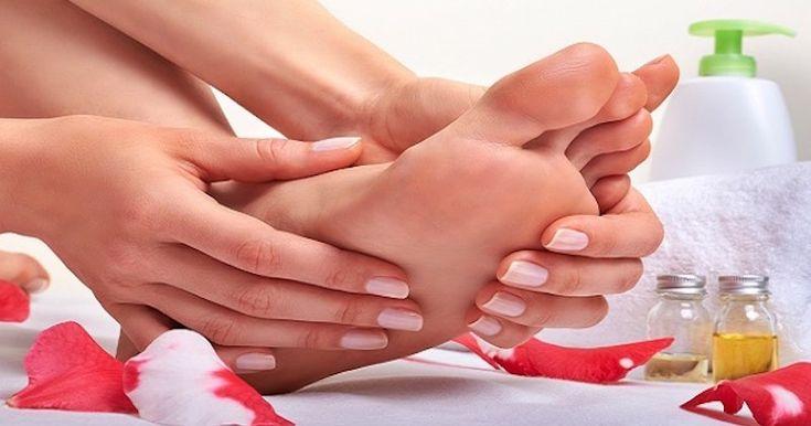 Wcieranie olejków eterycznych w stopy dla zdrowia ciała, umysłu i ducha