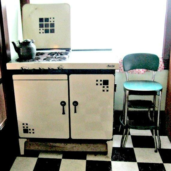 30 Black White Living Rooms That Work Their Monochrome Magic: Antique Gas Stove Cream And Green 1930s Magic Chef