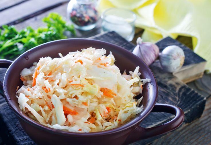 Il n'y a rien qui peut battre une bonne salade de chou traditionnelle préparé facilement dans le confort de notre maison.