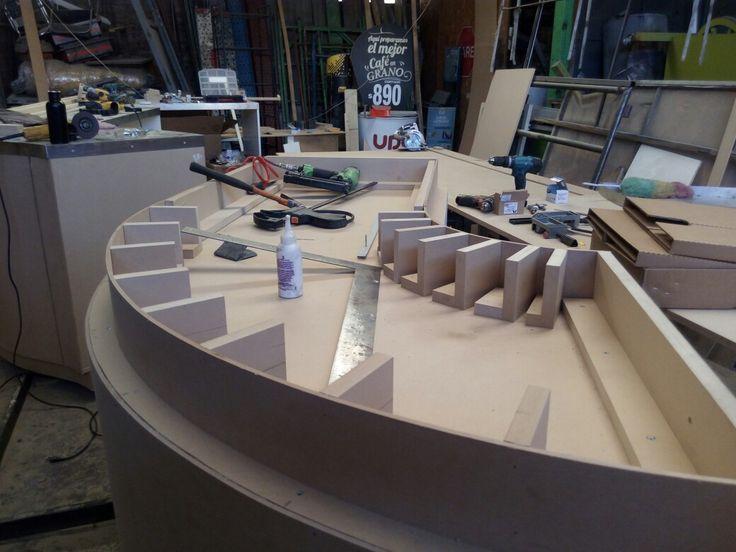 Se hacen muebles ondulados con curvatura a pedido