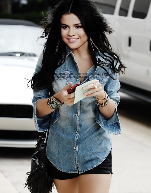 Selena Gomez  Cute outfit: Black shorts (denim probs) and lighter denim button up :D: Jean Shirts, Fashion, Clothes, Cute Outfits, Celeb, Denim Shirts, Selena Gomez Style Casual, Closet, Hair