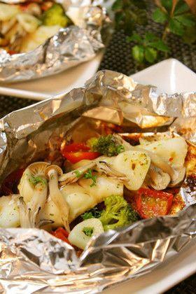 タラのホイル焼き2:お好みの野菜と一緒に包んで焼くだけ♪ マジックソルトだけのシンプルな味付けですが美味しいです♡ 洗い物も少なくて楽チン♪  材料 (2人分) 生真だら(皮なし)2切れ ミニトマト4個 しめじ 適量 ブロッコリー 4房 にんにく 1~2片 EVオリーブオイル小2 マジックソルト適量  http://cookpad.com/recipe/2698851