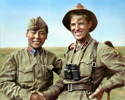 Senior lieutenant of the Red Army Vasiliev and tsirik (soldier) of the Mongolian…