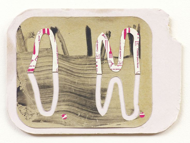 Aurelio Ayela   Initials sinking   2015. Acrílico y collage de tapaderas desechables de cartón sobre DM. 13 x 19 cm.