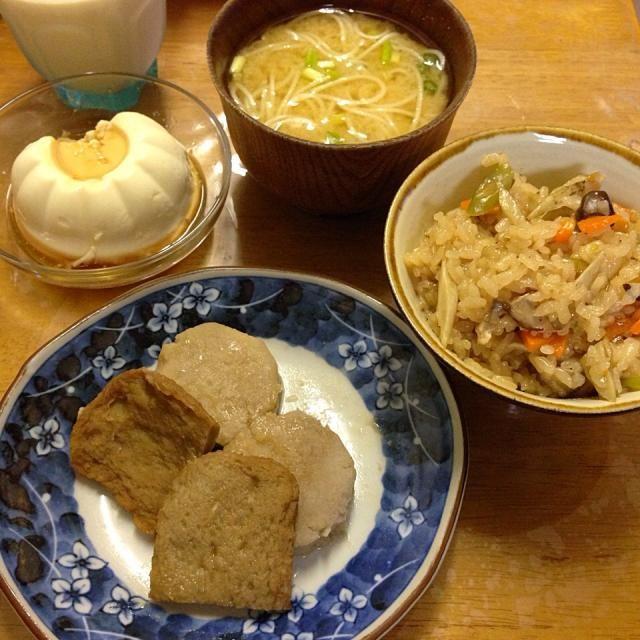 #自宅メシ 全体的に茶色い。 - 19件のもぐもぐ - 炊き込みご飯、じゃこ天、里芋、豆腐、味噌汁 by maixx ใหม่