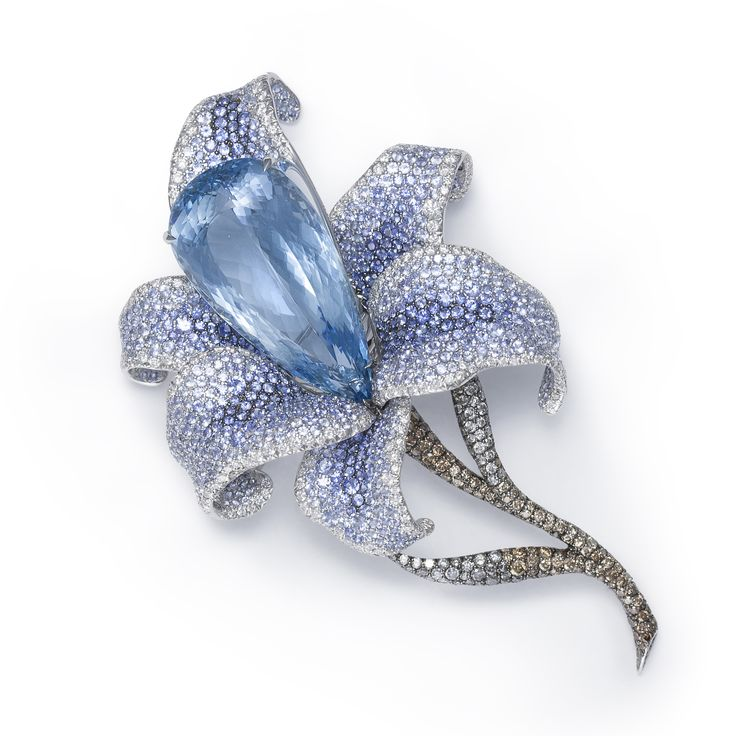 Floral Brooch by Catherine Sauvage. Photo Courtesy of Luxeford Hong Kong Ltd.
