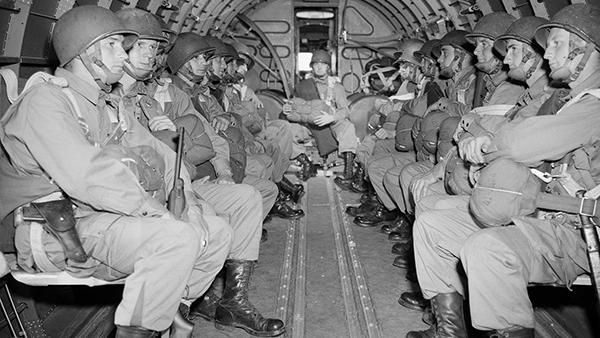 d-day paratroopers gliders