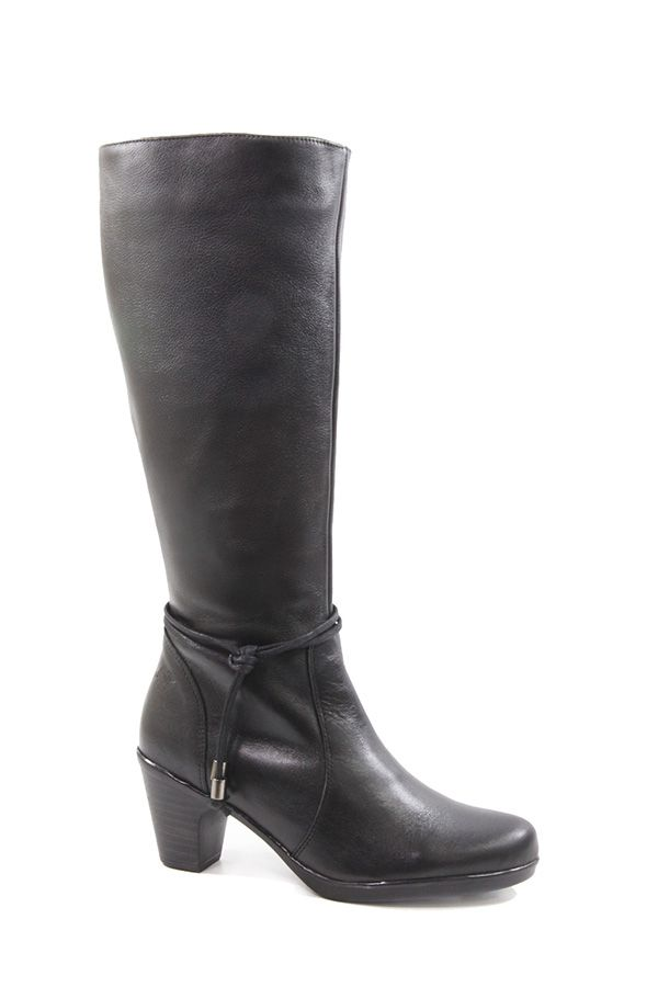 Vaquetillas by Drastik – Black Leather under-knee boots. Stylish black leather under knee boots with a simple but appealing leather upper, great looking mid height heel and funky design. Made in Spain. Available at www.pasionshoes.com.au