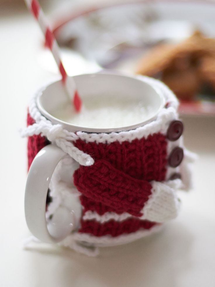 Yarnspirations.com - Bernat Santa's Mug Cozy - Patterns  | Yarnspirations