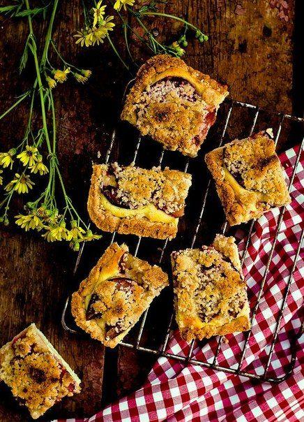 Пирог со сливами, творожной начинкой и посыпкой » Кулинарные рецепты