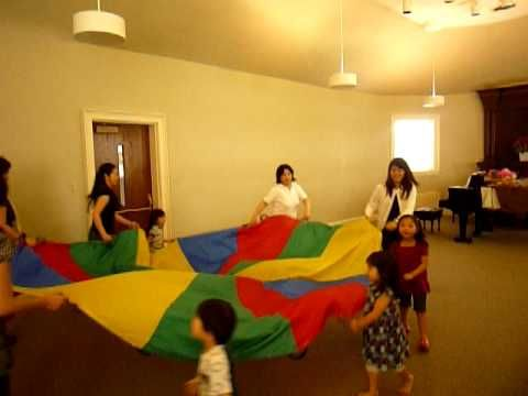 Dalcroze lesson using parachute-cool!  Matching pitch and establishing tonality/tonic.  Can be used for so and mi.