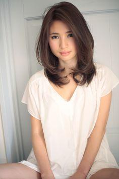 丸顔を小顔に見せれる髪型023   青山・表参道の美容室 Secretのヘアスタイル   Rasysa(らしさ)