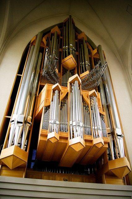 The imposing pipe organ of the Hallgrímskirkja in Reykjavík.