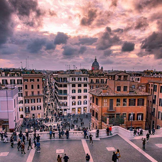 Scalinata Di Trinita' Dei Monti - Piazza Di Spagna ❤ Roma •••••••••••••••••••••••••••• 📷 Fotografia di @veronica.spanu •••••••••••••••••••••••••••• 💣Tagga le tue foto migliori con #noidiroma e seguici per entrare a far  parte della gallery @noidiroma •••••••••••••••••••••••••••• Segui tutti i nostri profili 👇👇👇 @aforismiromani - Scopri la community che stà facendo impazzire Instagram 📣🎉🔝 @fabriziofrustaci - Ideatore del progetto Aforismi Romani e Noidiroma 🎩💣✈ #roma #ig_lazio…