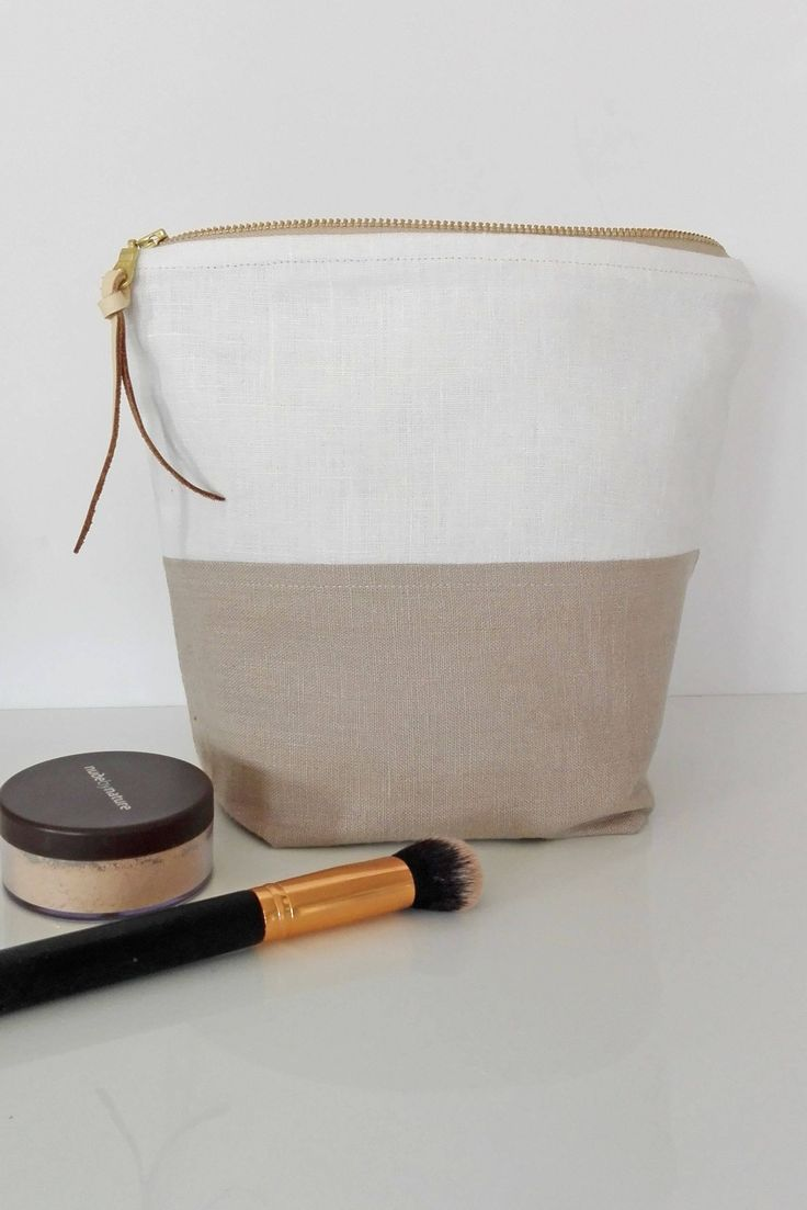 Large makeup bag, linen makeup bag, cosmetic bag, zippered pouch, lined cosmetic bag by PaleGreySkies on Etsy