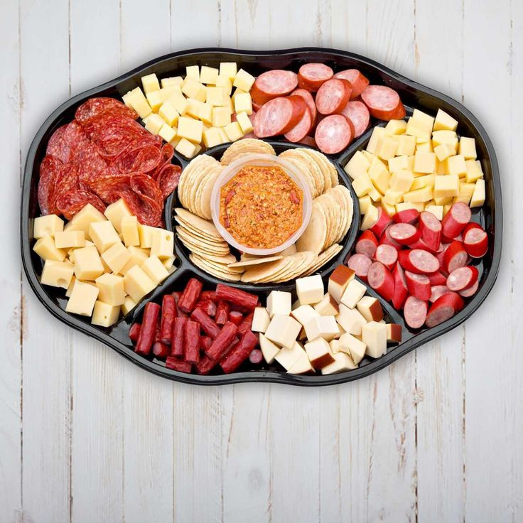 Whatever your occasion, big or small, entertaining is made fun and easy with the help of Woolworths platters. So let's get the party started with some mouth-watering ideas.