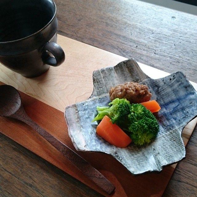 Instagram media by reiko_bonton - お弁当のおかずを、 クロスのお皿に(^-^) #bonton#鈴木努 #一柳京子#杉尾信康