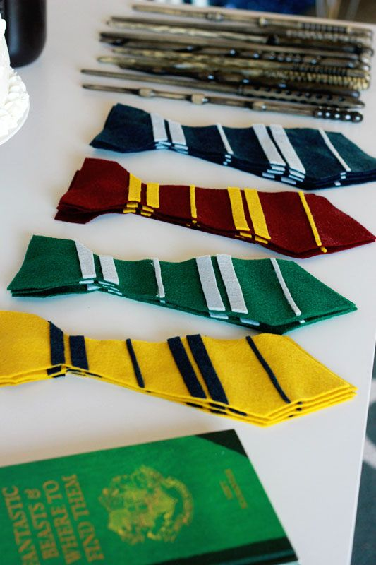 These easy Harry Potter Felt Ties are a great addition to any party or any halloween costume! Take less than 10 minutes to whip one up!