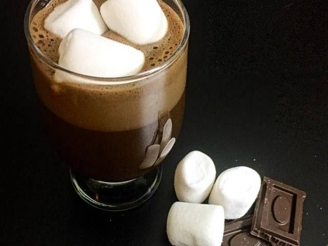 Karobos, chia magos forró csokoládé