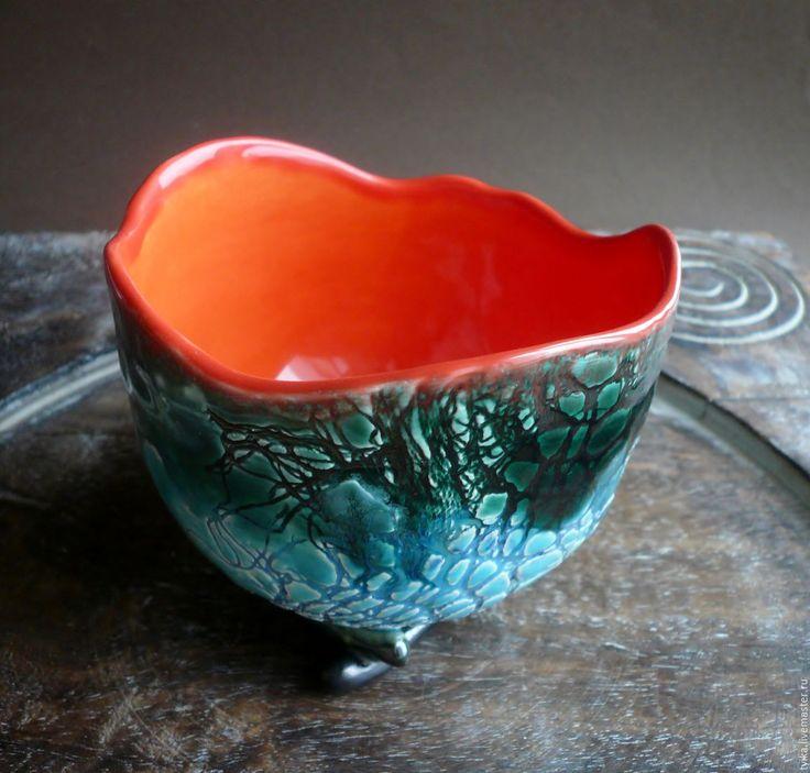 Купить или заказать 'Оранжевое настроение', пиала, керамика ручной работы в интернет-магазине на Ярмарке Мастеров. Пиала-вазочка для варенья, печенья и чего душе угодно))). Внутри - солнечный оранжевый, снаружи - бирюзово-изумрудный по винтажному кружеву. На ножках-веточках. ВНИМАНИЕ: по почте миску и ей подобные работы не высылаю, смотрите правила магазина!…