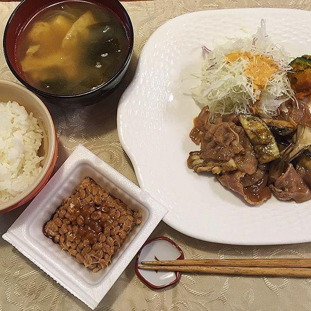 2016/11/09 22:31:14 mai21748278 明日1限からの5限終わりに就活セミナー( ; ; )( ; ; )明日寒いんだよね笑 夜ごはんはマミがとっておいてくれるらしい^ ^帰ってホカホカのご飯がある幸せ♡ 夜ごはん ・納豆 ・白米 ・あげ、若布、玉ねぎ、お豆腐のお味噌汁 ・まいたけ、おなす、お肉の炒め物 ・カボチャとカットキャベツ #オリーブオイルジュニアソムリエ#冬#体調管理難しい季節#夜ご飯#夜ゴハン#おうちごはん#ほっこり#おいしい#家庭の味#家庭料理#ダイエット#健康#ヘルシー志向#料理上手になりたい#料理好き#女子大学生#クッキングラム#デリスタグラマー#お肉  #健康