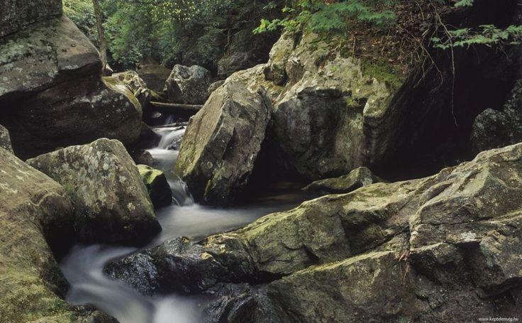 http://randomwallpapers.net/cumberland-falls-metallic-rocks-mountain-1920x1080-wallpaper382415.jpg