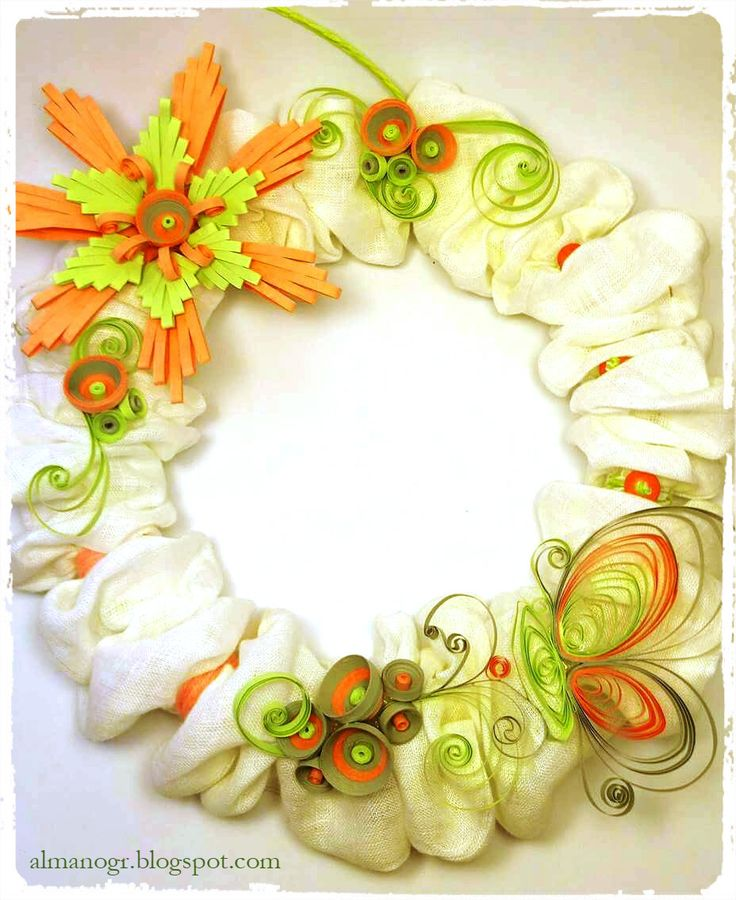 Wreath decorated with quilling flowers and butterfly #easterwreaths #easterdecoration #handmadewreaths #almanogr