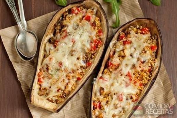 Receita de Berinjela recheada com carne moída e mussarela em receitas de legumes e verduras, veja essa e outras receitas aqui!