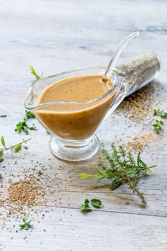 La sauce au poivre est une sauce à base de poivre et à laquelle cet ingrédient donne son goût. Sauce traditionnelle de la cuisine française, elle peut être fabriquée avec du poivre vert ou du poivre noir. Elle est généralement servie en accompagnement...