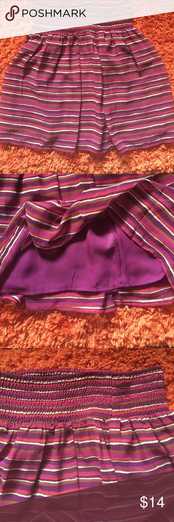Old Navy lined skirt.  Like new. Medium Old Navy lined skirt. Medium like new. Old Navy  Skirts