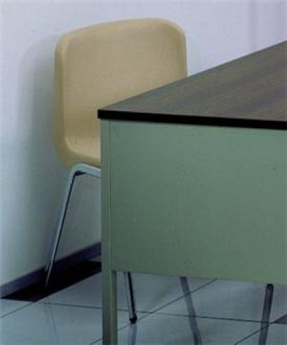Sedia con scocca in PVC  Cod. 6644 - Marca: Schiavi  Sedia con scocca in PVC e struttura in metallo.  Prezzo:  € 37,00  IVA inclusa