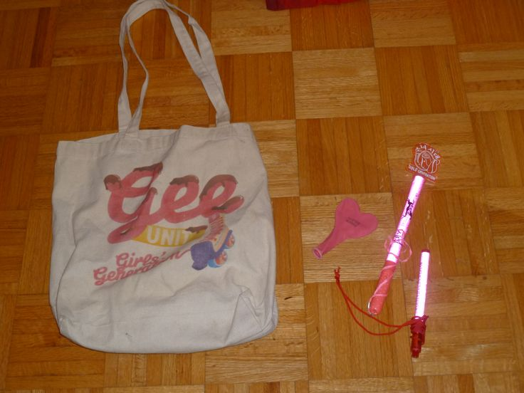 Gee bag a balloon and two lightstick