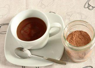 Preparato per la cioccolata calda o il budino di cioccolato. Mmmm! Si potrebbe anche regalare il preparato in un barattolo decorato!