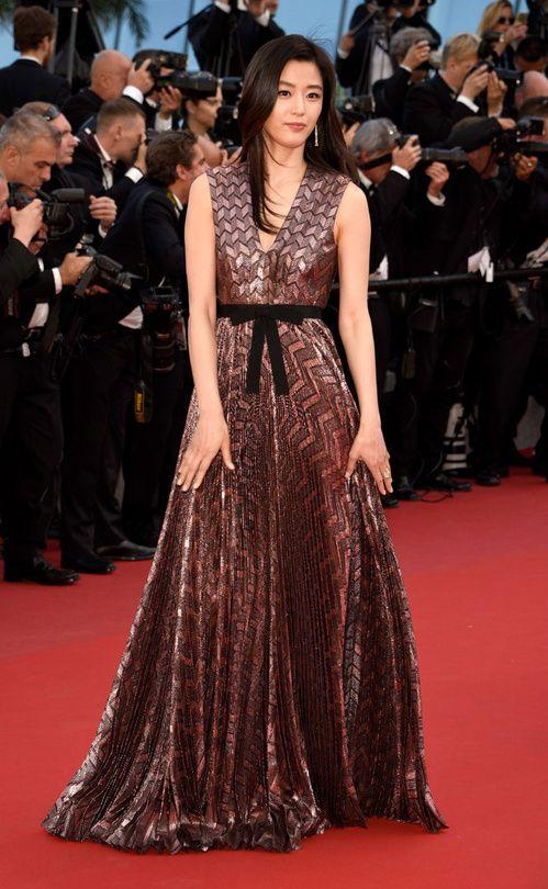 Cannes 2015 - Gianna Jun in Gucci - Day 5 (montée des marches Rocco e i Suoi Fratelli)