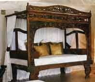 You can buy this unusual four poster canopy bed at factory price from http://www.lunefurniture.com