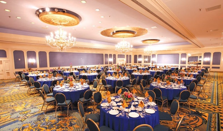 The Hilton New Orleans Riverside Hotel is the perfect venue to have conferences and meetings. Look how beautiful their ballrooms are!