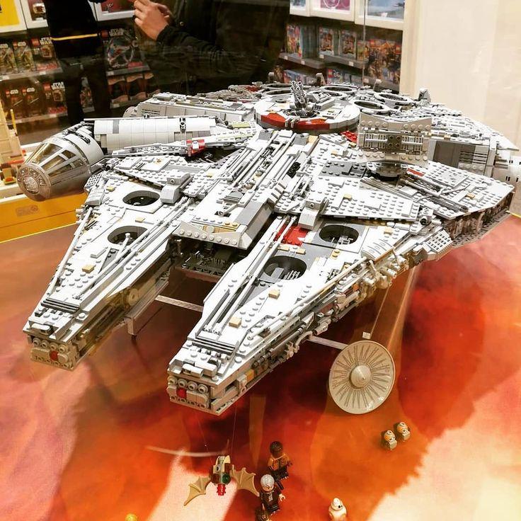 Biggest lego set #lego #toys #london #uk #memories #explore #7000 #650 #shop #store #legoland #starwars #followback #likeforlike #instagood #havefun #traveling