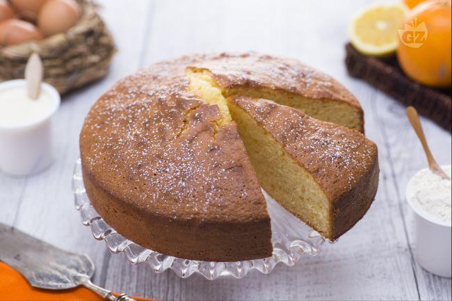 La torta 7 vasetti agli agrumi è un dolce semplice e veloce da preparare, dove l'unità di misua è il casetto. Gli agrumi aggiungono freschezza.