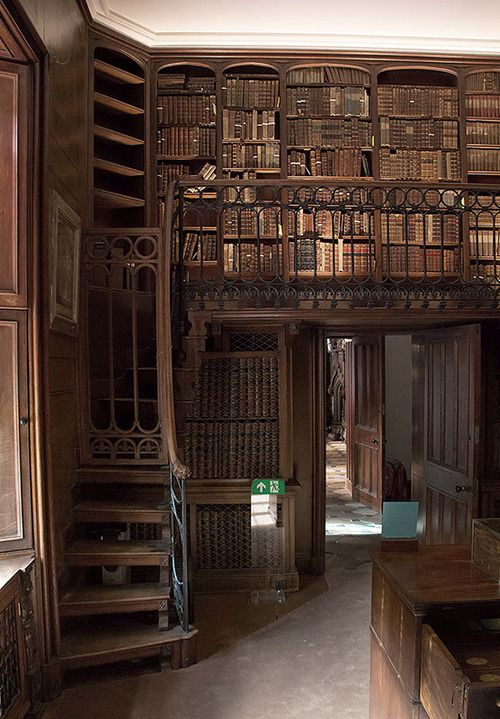 Library, Abbotsford House, England photo via perwaldorf