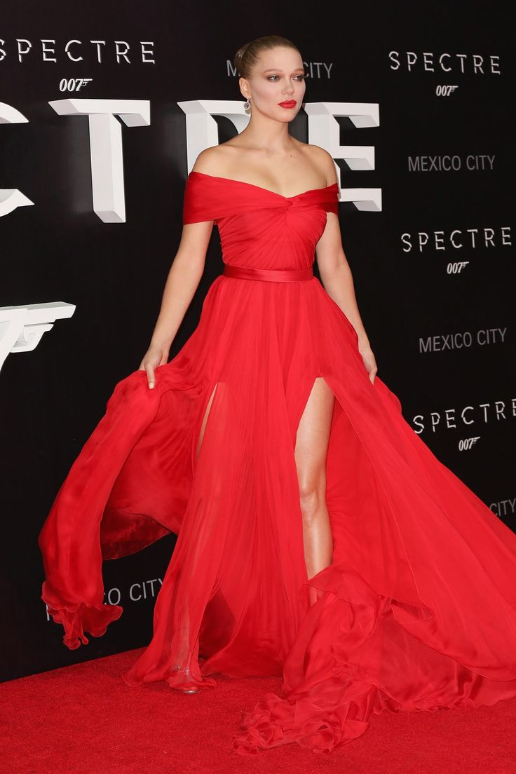 Léa Seydoux wore a Miu Miu red chiffon gown with #Chopard jewels - Spectre premiere, Mexico City - November 2, 2015