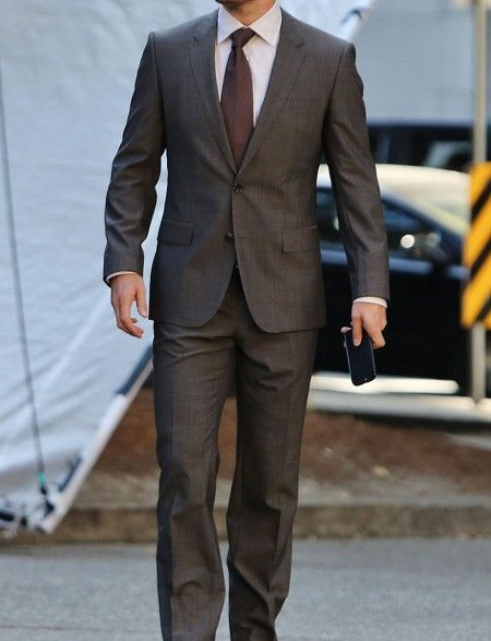 Stephen Amell Suit ON SALE - Conquer your office looks in style courtesy of this sensational suit made with superior quality of fabric and available at discounted price