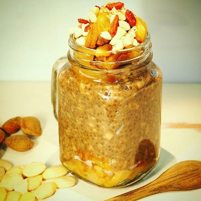 Hoy sí, o me cargo de energía o salgo rodando...😂😂 con este porridge con pera y manzana al horno ya no hay excusa para un desayuno sano rápido y muy goloso. 😉 ✔1 pera al horno ✔1 manzana al horno ✔1vaso de bebida de avena ✔20 gr de copos de trigo sarraceno ✔20 gr de copos de avena ✔1 cucharada de algarroba ✔2 cucharadas de chia molida ✔1 cucharada azúcar de coco ✔6 almendras laminadas ✔1 cucharada de semillas de ampola molidas. ✔Bayas de goji para decorar.  Feliz día!!!!😀