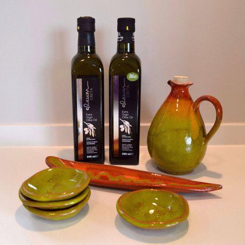 Geschenkenmand - kerstmand - giftset - giftpack - cadeauset Olijfolie met oliekruik en schoteltjes