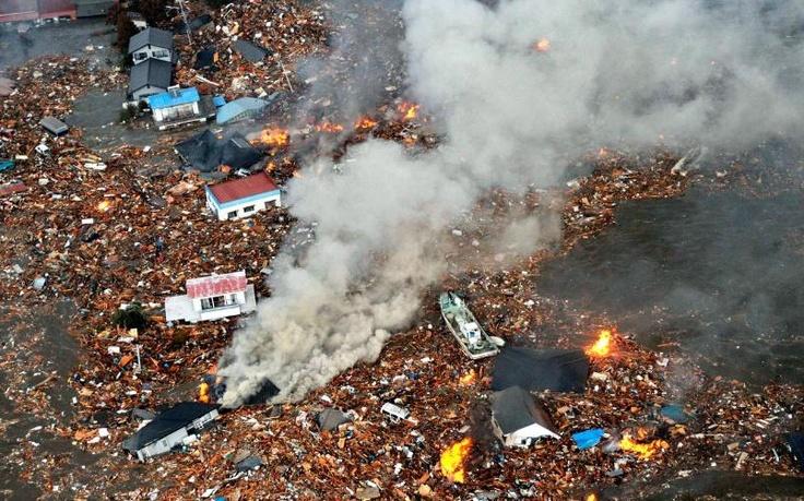 Este es un maremoto que hubo en Japon y produsco como se ve en la imagen muchas indundaciones y que se incienden cosas
