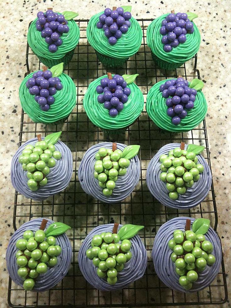 Love these wine grape inspire cupcakes.