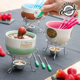 Enjoy magical moments with the Vintage chocolate fondue set (6 pieces)! Thanks to its stylish design, this chocolate fondue set is a must in your kitchen. Your relatives and friends will be fascinated by its uniqueness and peculiar operation, as the chocolate is heated using a candle. It's an original gift idea! This fondue set is perfect for 4 people. The bowl is made of ceramic and can be washed in the dishwasher. This set includes 1 bowl, 1 stand and 4 stainless steel forks of approx. 15…